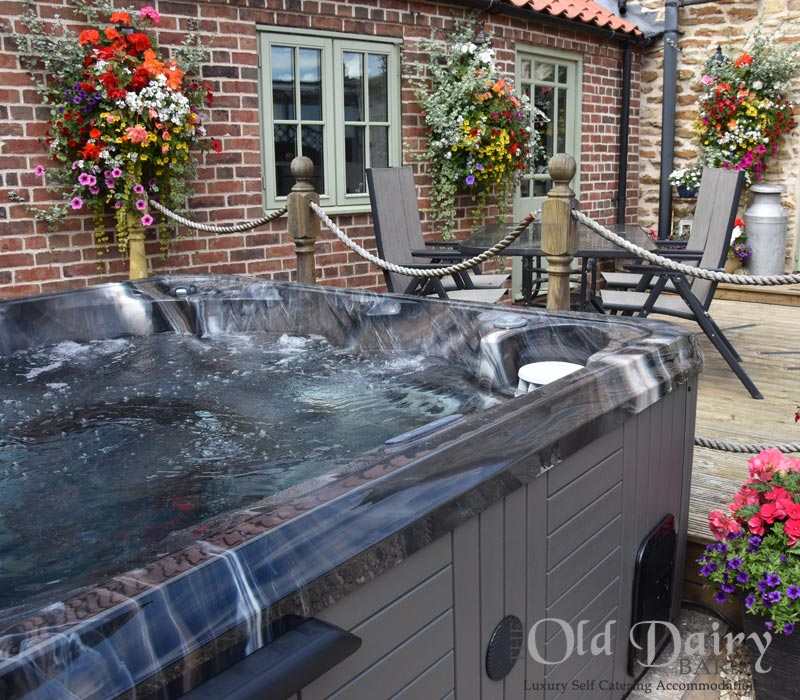 hot tub luxury holiday let lincoln
